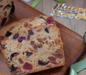 עוגה בחושה עם פירות יבשים צילום: shutterstock